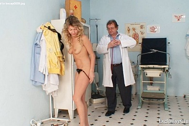 Amatuer Vanessa Getting Pussy Check Up