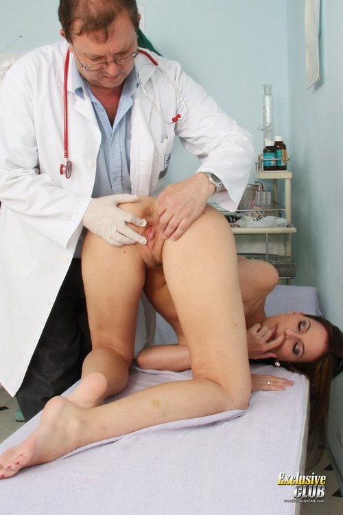 Doctor Listens to Heartbeat and Examines Pussy in Close-ups